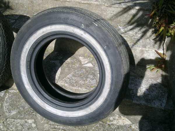 3 pneus en bon tat pour voiture am ricaine mes. Black Bedroom Furniture Sets. Home Design Ideas