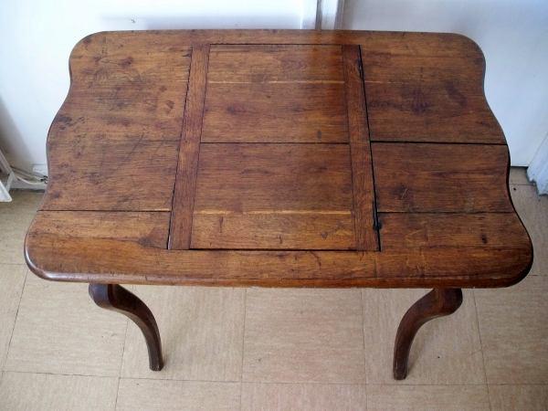 petite table bureau louis xv en ch ne xviii me mes. Black Bedroom Furniture Sets. Home Design Ideas