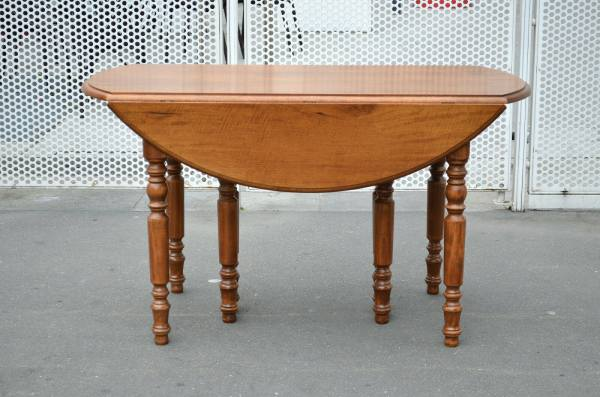 Table style louis philippe 8 pieds 8 rallonges 19 pas cher